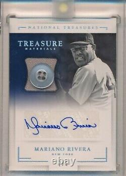 Mariano Rivera Yankees Auto 2018 Panini NT Game Used Jersey Relic Button 2/5