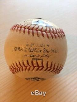 Derek Jeter Autosigné Dernière Saison Logo Jeu Utilisé Baseball / Mlb Authentification
