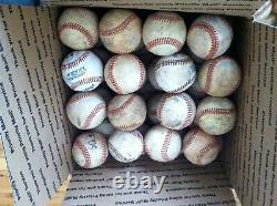 Lot De 32 Bien Utilisé Toutes Les Balles De Baseball Couverture En Cuir Fielding Batting Balles D'entraînement